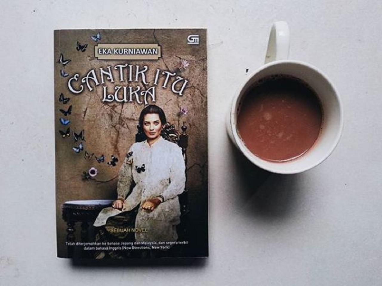Review Buku Novel Cantik Itu Luka Oleh Eka Kurniawan