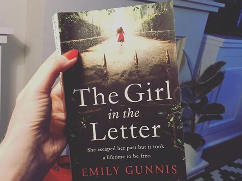 Review Buku Novel The Girl in the Letter Emily Gunnis